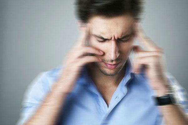 Chóng mặt đột ngột là triệu chứng thường gặp của bệnh viêm dây thần kinh số 8