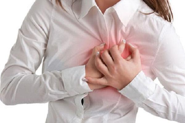 Trống ngực là triệu chứng thường gặp của bệnh ngoại tâm thu thất