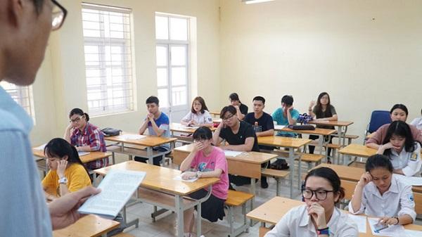Học sinh lớp 12 tại một trường THPT