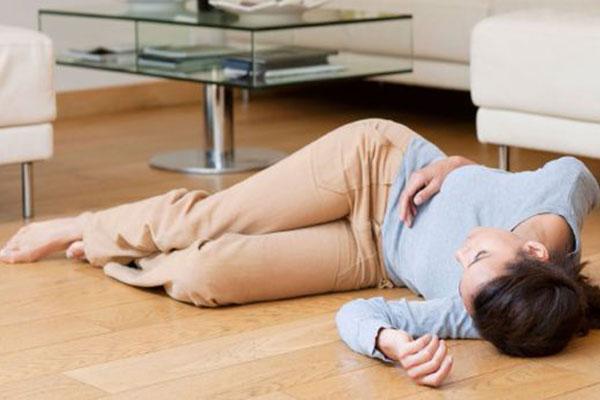 Ngất xỉu là dấu hiệu phổ biến nhất của chứng rung thất