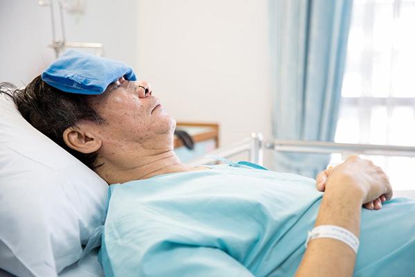 Triệu chứng thường gặp của hội chứng hô hấp cấp tính nặng là sốt , ho khan, khó thở