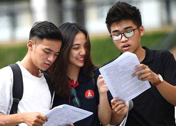 Sinh viên tham gia kì thi THPT Quốc gia