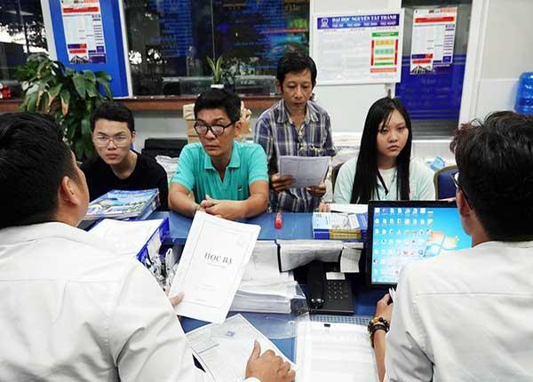Học sinh dùng học bạ để xét tuyển vào trường Đại học