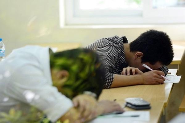 mộng vào đại học nhưng nhiều sinh viên vẫn bỏ học giữa chừng