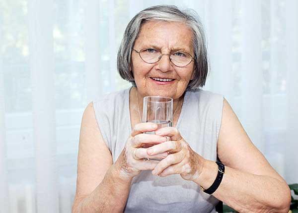 Người cao tuổi hay bị mất nước hơn so với những người khác