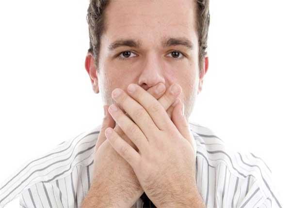 Bị nấc cụt là do ăn không nhai kỹ và nuốt nhanh
