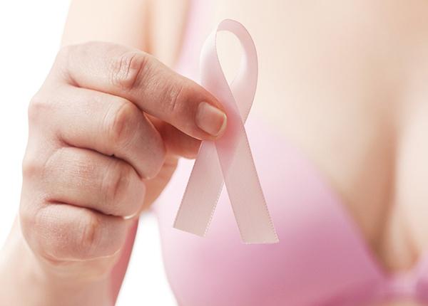 Bướu sợi tuyến là dạng u xơ, cứng, không gây ung thư và thường xuất hiện ở phụ nữ từ 15 đến 35 tuổi