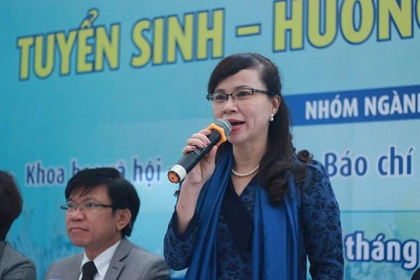 TS Nguyễn Thị Kim Phụng, Vụ trưởng Vụ Giáo dục đại học (Bộ GD&ĐT) thẳng thắn trả lời thí sinh tư vấn