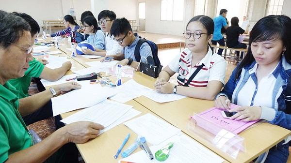 Sinh viên tiến hành kê khai hồ sơ sinh viên