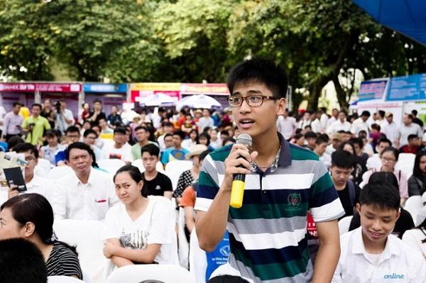 Học sinh tham gia tư vấn tuyển sinh năm 2019