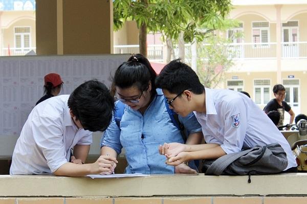 Học sinh tham gia kỳ thi thpt quốc gia năm 2018