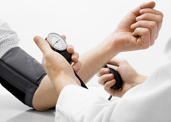 Cao huyết áp là bệnh thường gặp khi áp lực lên thành mạch lớn trong thời gian dài