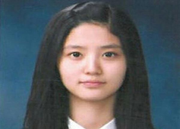 Hình ảnh thuở bé của Junghwa khiến người hâm mộ kinh ngạc