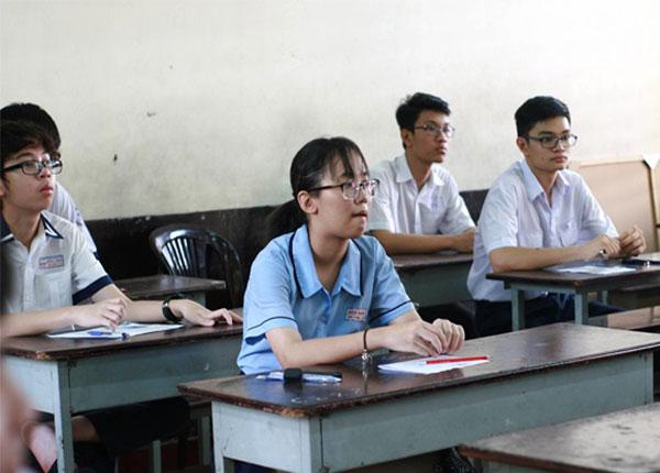Ngày hôm đó cũng xảy ra sự cố thiếu đề thi ở 3 điểm thi tại TPHCM