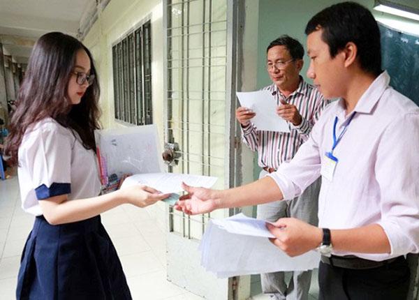 Thí sinh cần chấp hành hiệu lệnh của Ban Coi thi và hướng dẫn của cán bộ coi thi