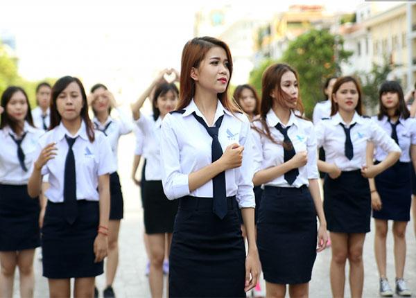 Đồng phục của sinh viên học viện Hàng không