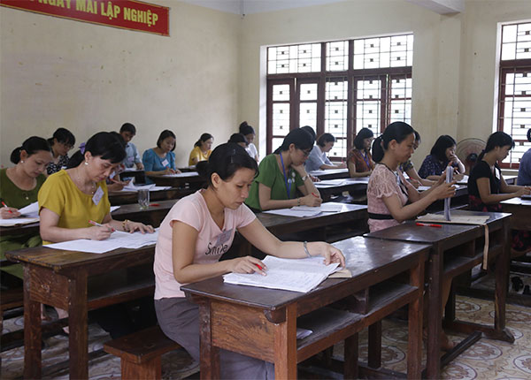 Các giáo viên vẫn đang tập trung chấm thi để hoàn thành sớm nhất có thể