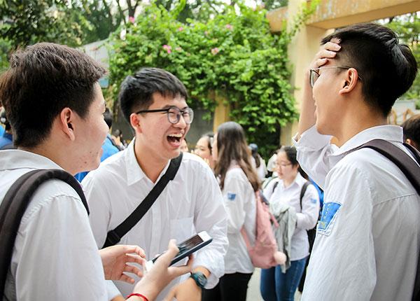 Hàng ngàn thí sinh thở phào nhẹ nhóm vì đã biết mình trúng tuyển đại học