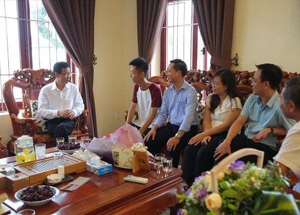 Gia đình Nguyễn Thuận Hưng, chủ nhân một trong hai tấm huy chương vàng Olympic Toán quốc tế năm 2019