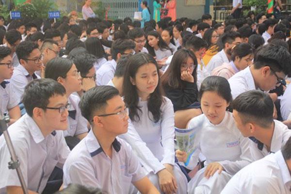 Học sinh Trường THPT Nguyễn Du