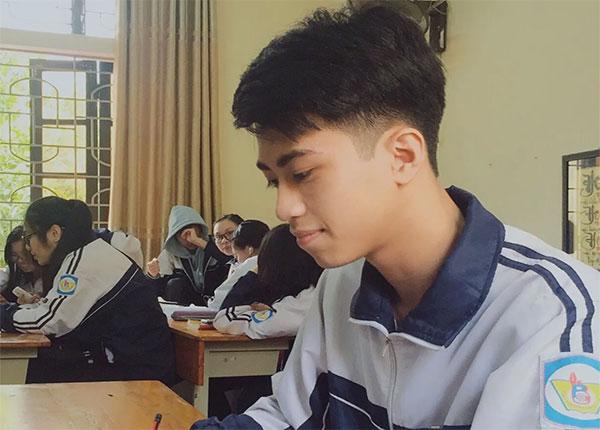 Tôn Lương Bảo học sinh Trường THPT Chuyên Phan Bội Châu Nghệ An