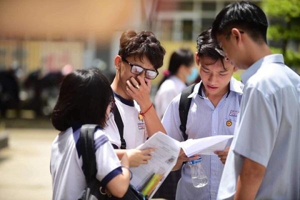 Các bạn thí sinh tham gia kỳ thi năm 2019