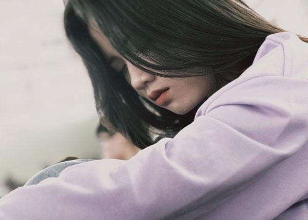 Hình ảnh nữ sinh đại học Tôn Đức Thắng ngủ gật được chia sẻ nhiều trên các diễn đàn về trai xinh gái đẹp.