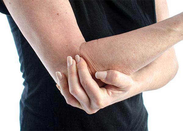Viêm dây thân kinh ngoại biên cũng khiến tay bị tê