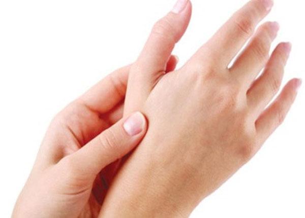Tình trạng tê tay thường xuyên cảnh báo nhiều căn bệnh nguy hiểm
