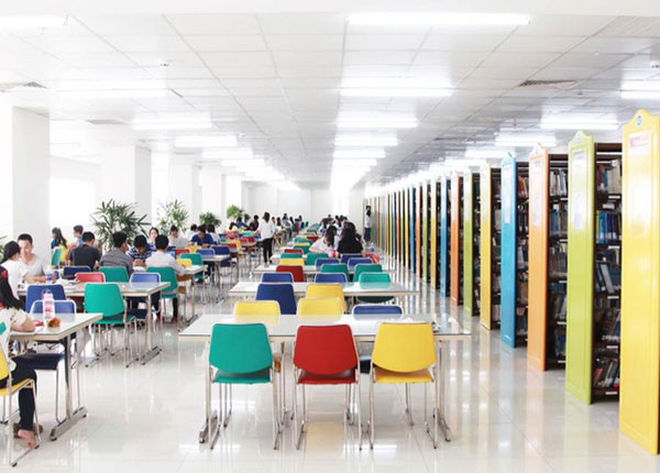 Thư viện đa sắc màu tại trường Đại học HUTECH