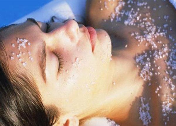 Muối tắm có nhiều tác dụng tuyệt vời mà không phải ai cũng biết