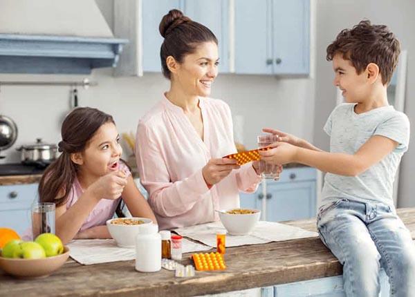 Bố mẹ nên cẩn thận khi cho con uống thuốc chống trầm cảm