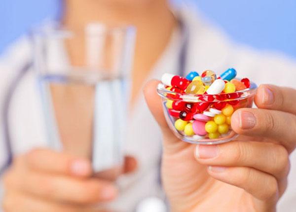 Để trị bệnh, người bệnh thường sử dụng thuốc diệt amip và trichomonas