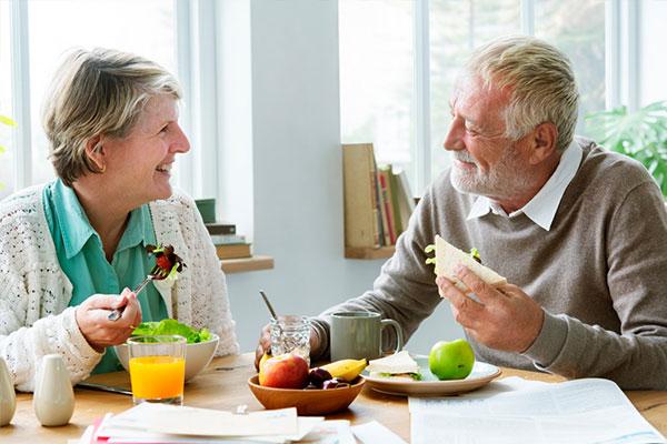 Người bị đột quỵ nên ăn các loại rau củ, trái cây