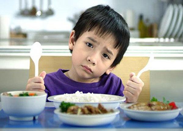 Có nhiều lý do khiến trẻ ăn nhiều nhưng mãi không tăng cân