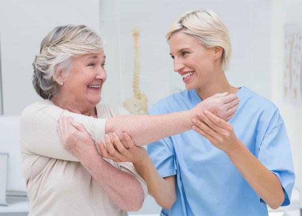 Tập phục hồi chức năng cho người tai biến mạch máu não rất quan trọng