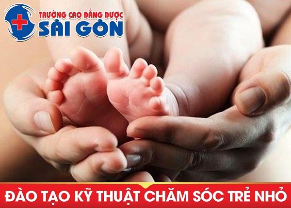 Trường Cao Đẳng Dược Sài Gòn đào tạo kỹ thuật chăm sóc trẻ nhỏ